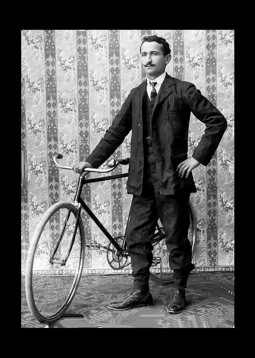 Muneratti Aristide con bicicletta autocostruita