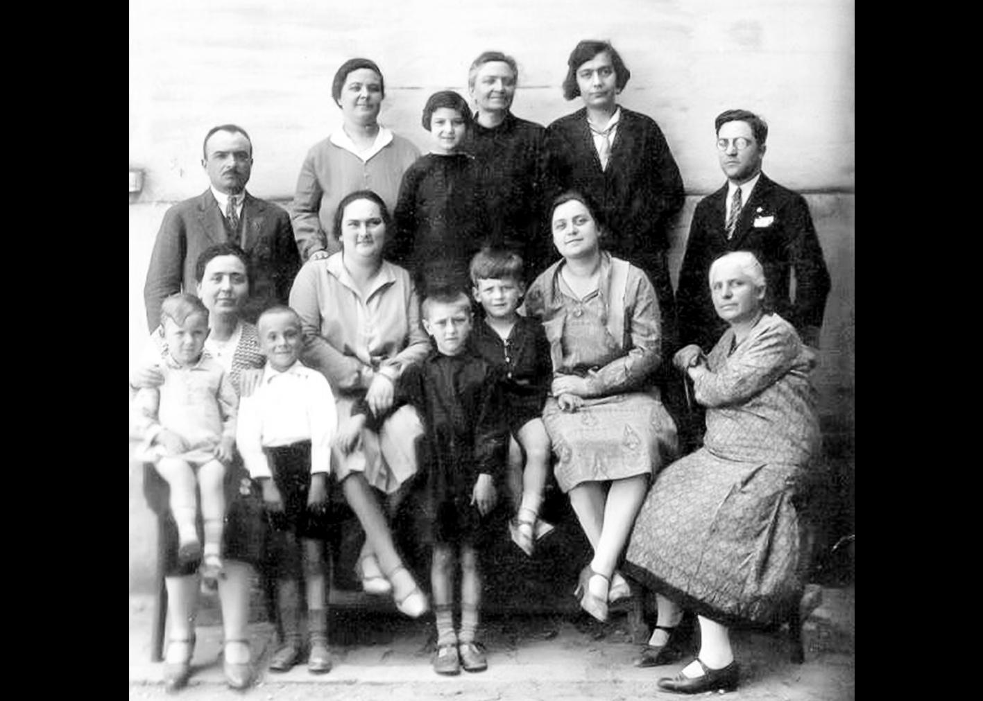 Gli insegnanti della scuola elementare di Sant'Agostino nel 1930-31