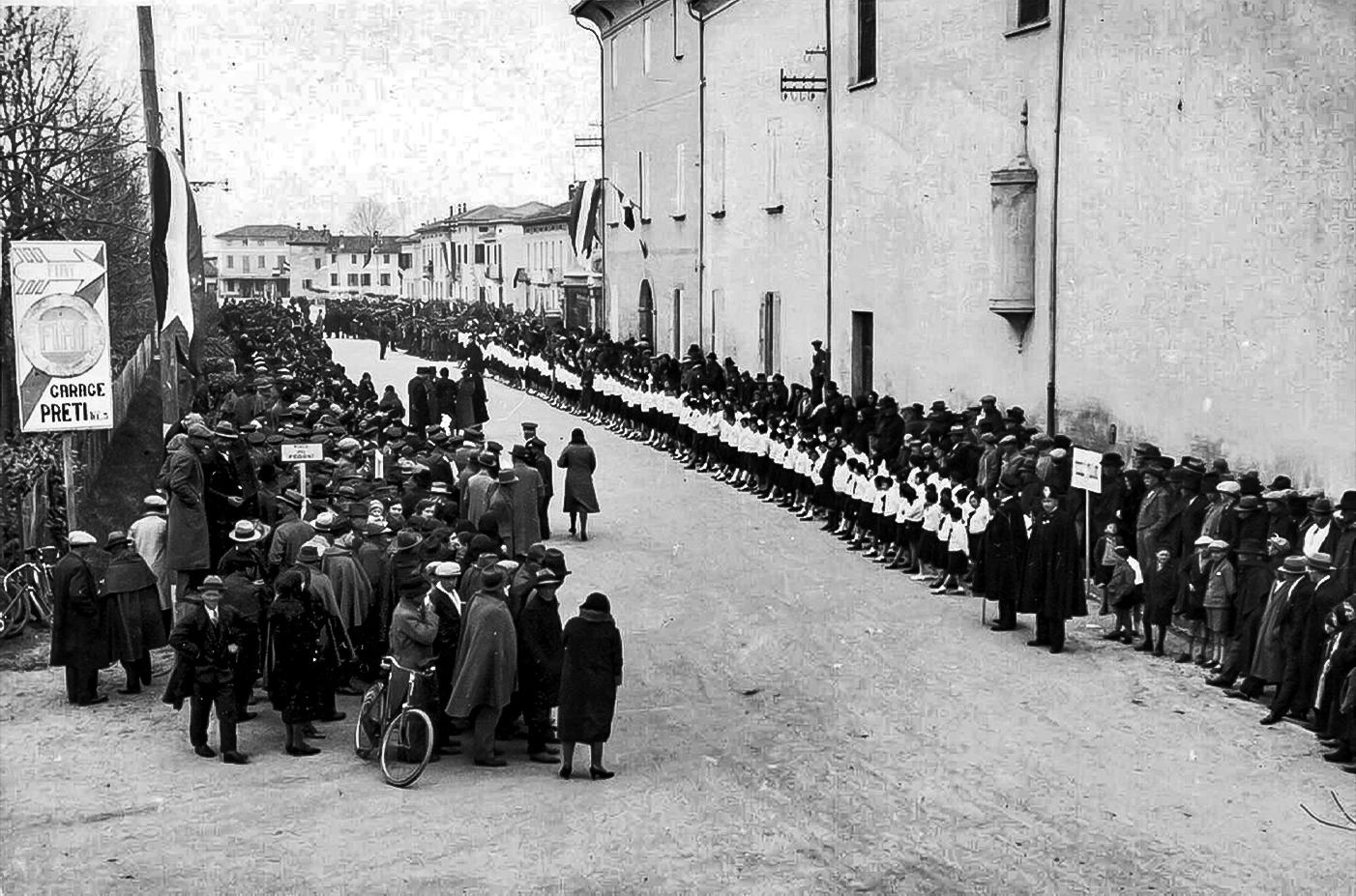 Folla in attesa di Italo Balbo il 20/03/1933