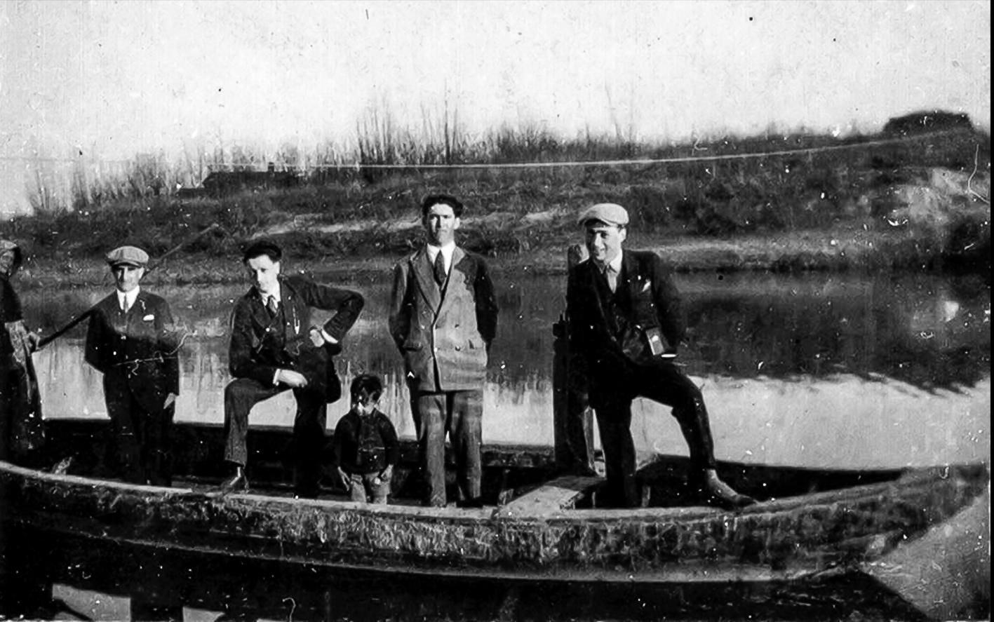 Gruppo alla 'barca' di Galliera.