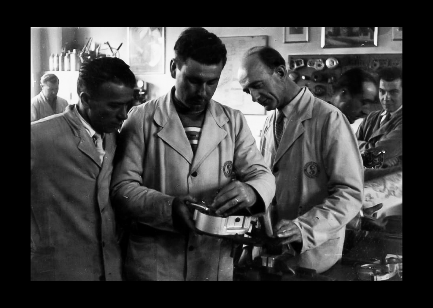 Vergnani Ivo in officina con tecnici Tedeschi