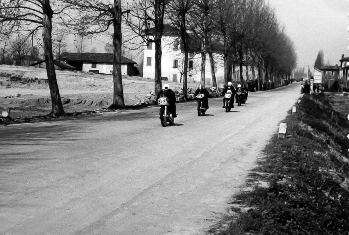 Giro d'Italia Motociclistico, (transito su statale cavo)