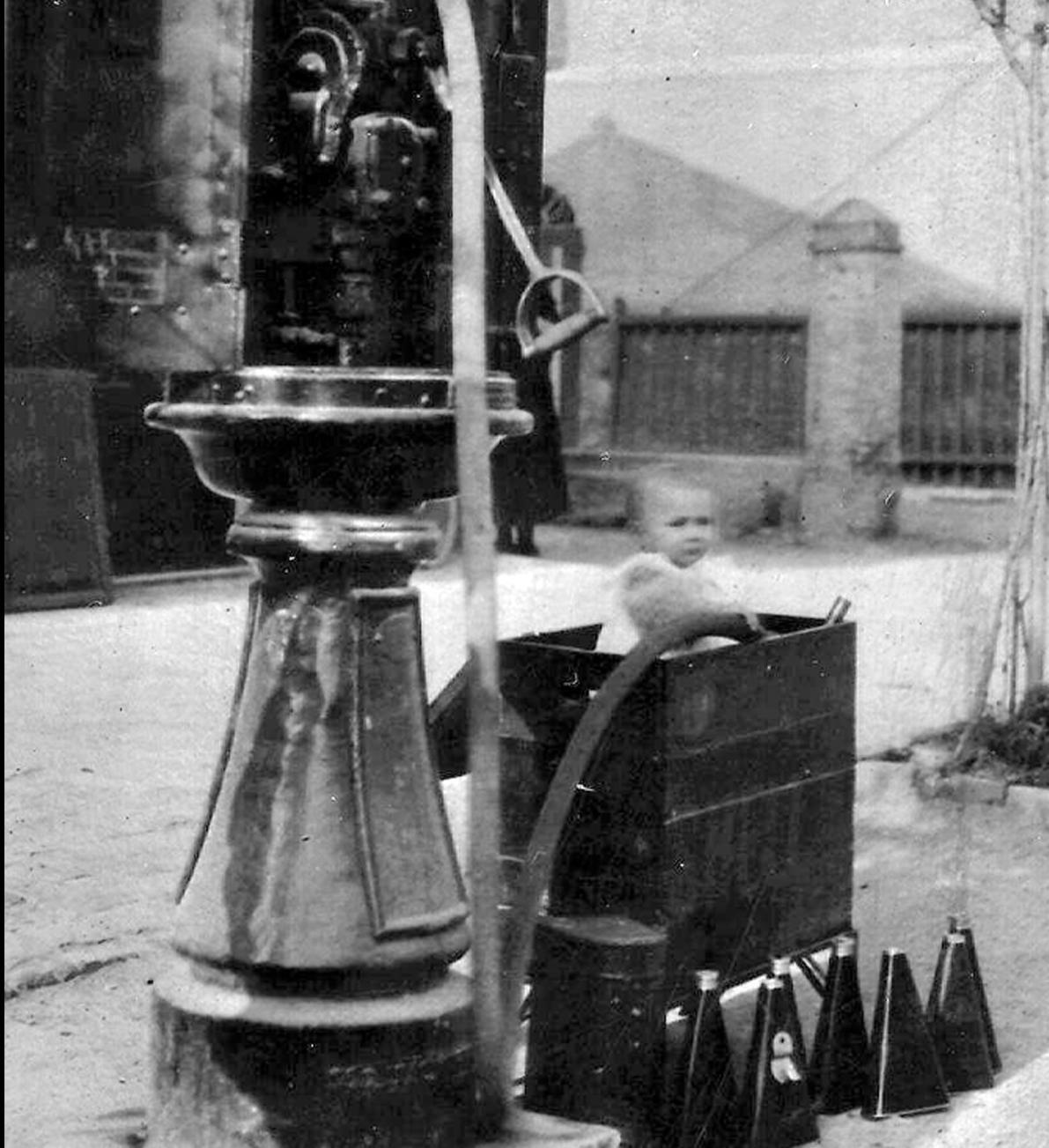 Distributore di carburante a Mirabello anni '30