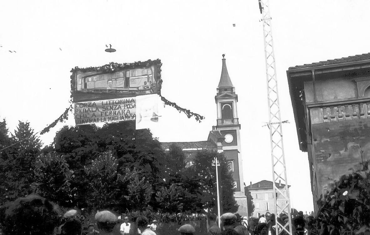 Passaggio del Giro d'Italia nel 1937