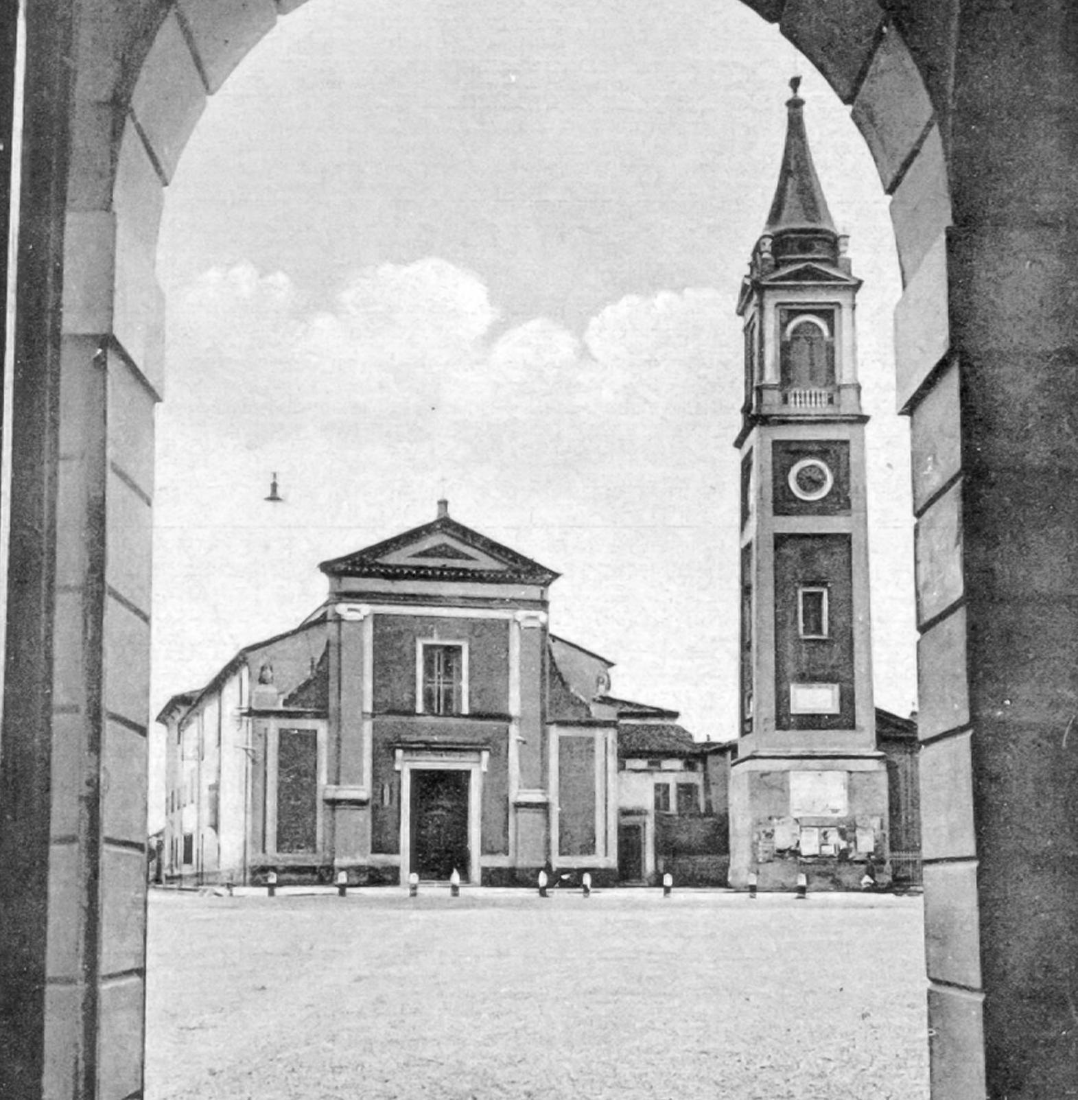 Chiesa Vista Dal Palazzo Comunale